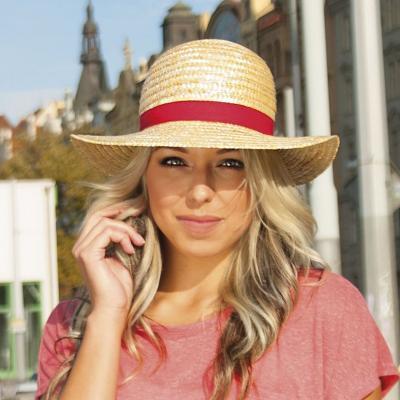 21091a3ae Dámsky slamený klobúk zdobený rypsovou stuhou červená